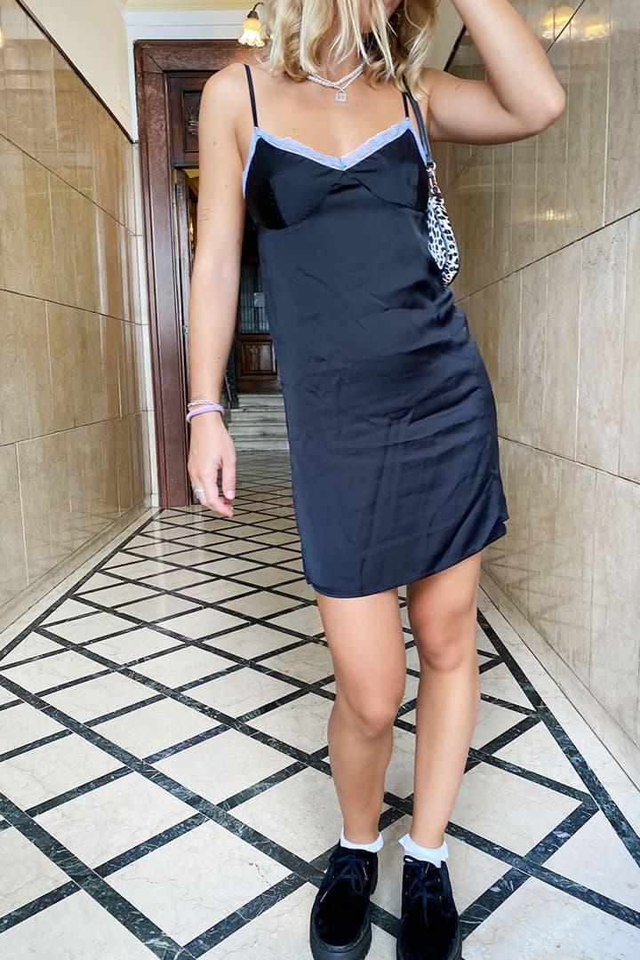 Kleid aus Spitze V-Ausschnitt