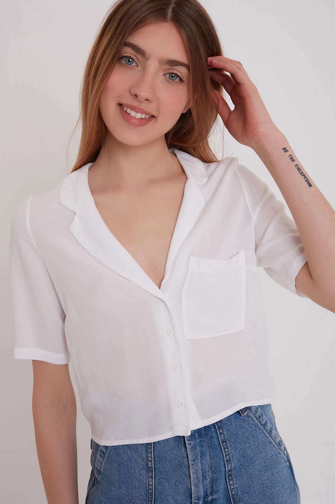 V-neck shirt with pocket
