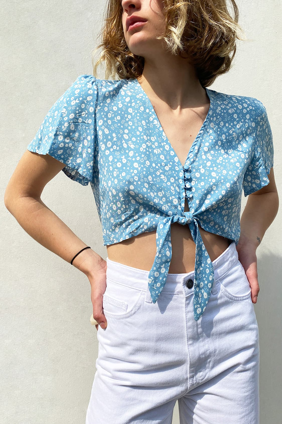 Cropped buttons blouse