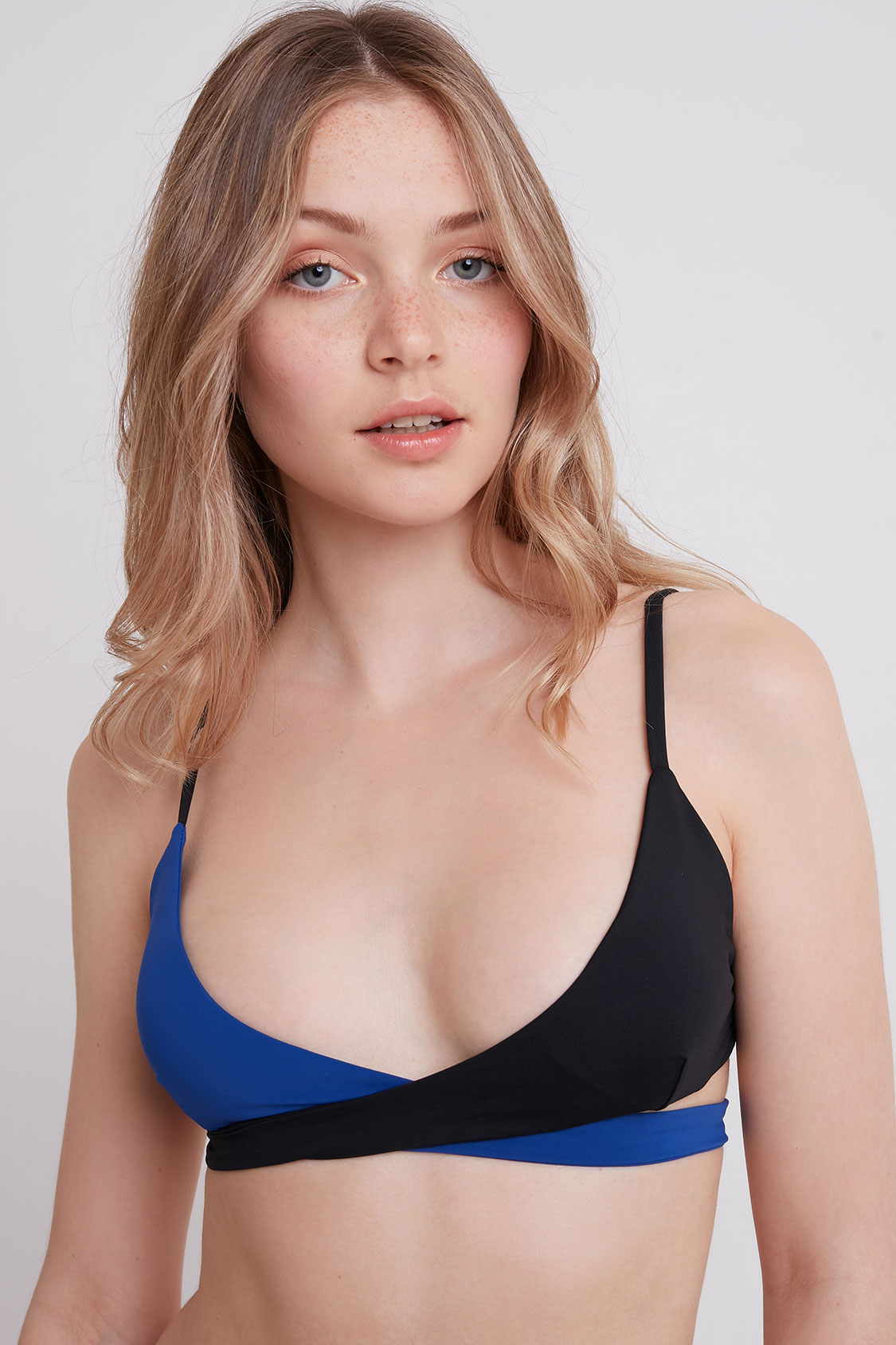 Top bikini triangolo incrocio