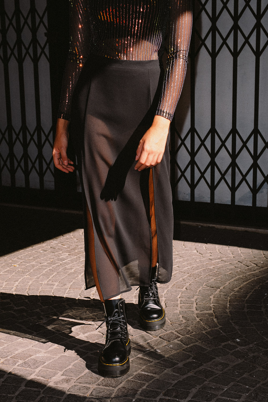 Falda transparente con aberturas