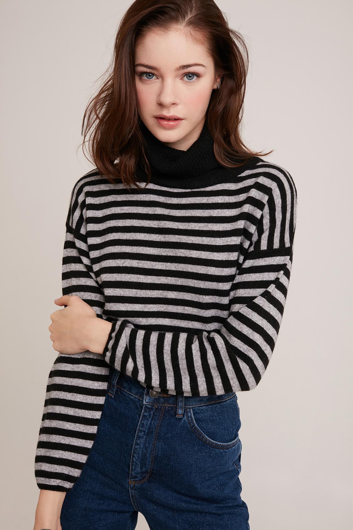 Maglione collo alto righe
