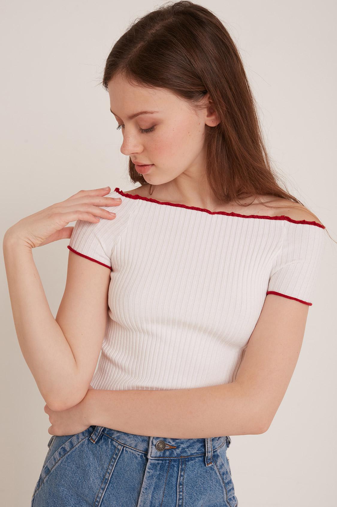 T-shirt bordi frill a contrasto