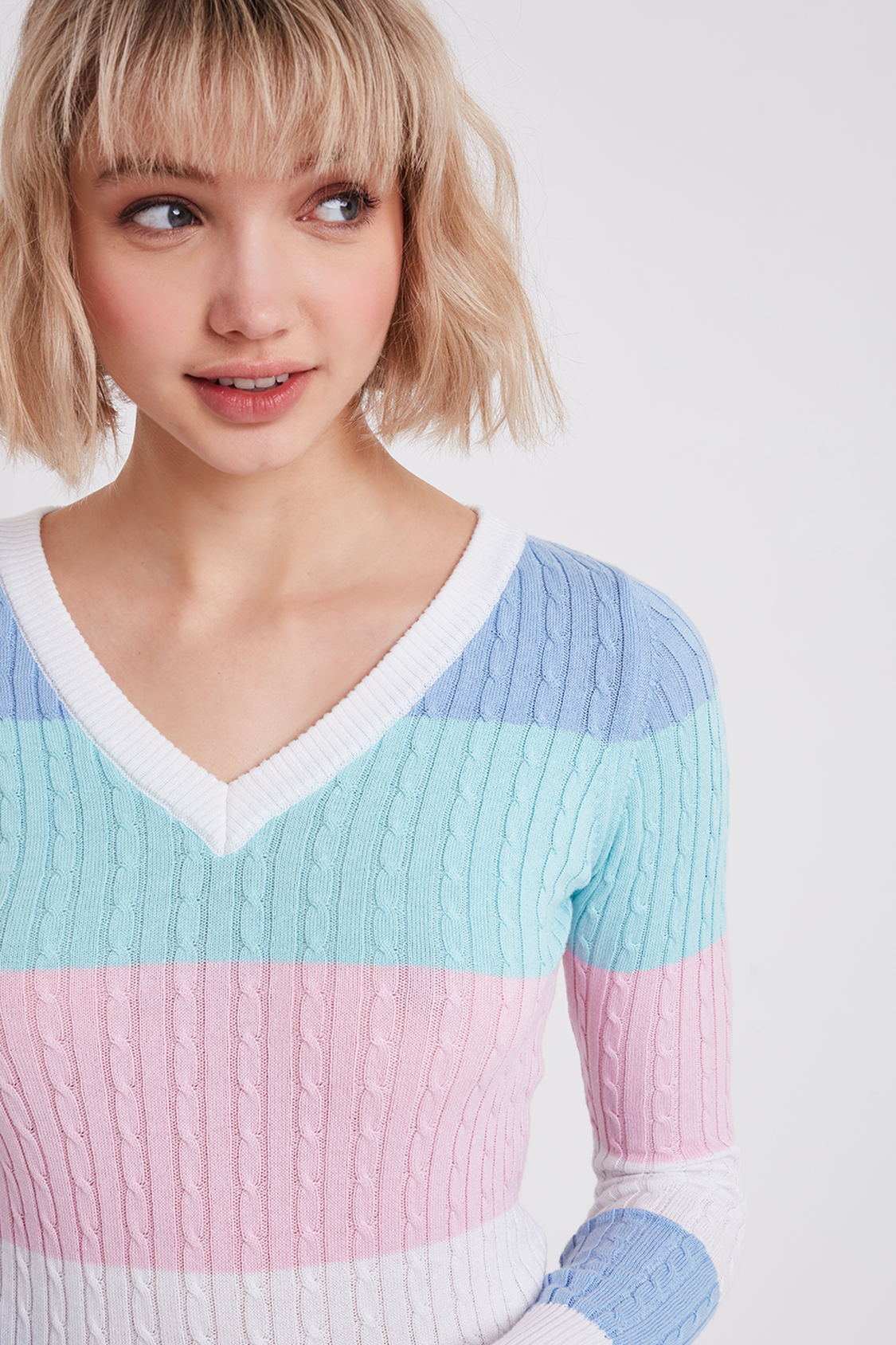 Striped v-neck knitted jumper