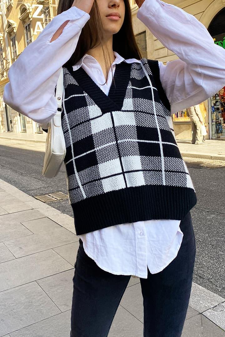 V-neck knitted vest
