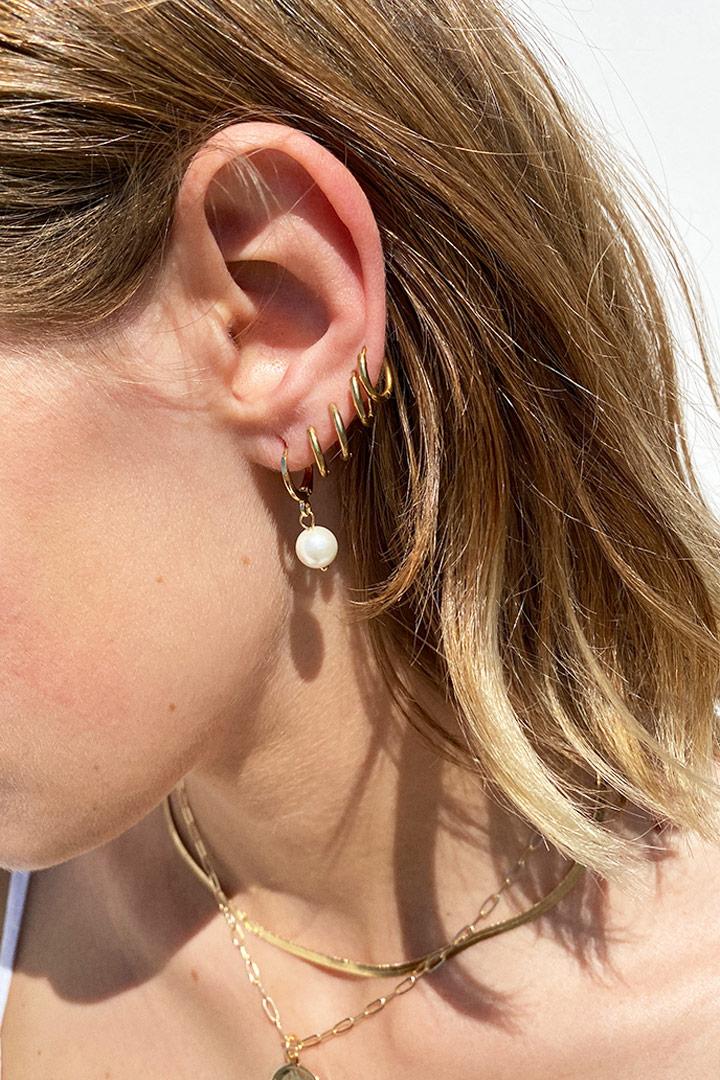 Pearl pendant earrings