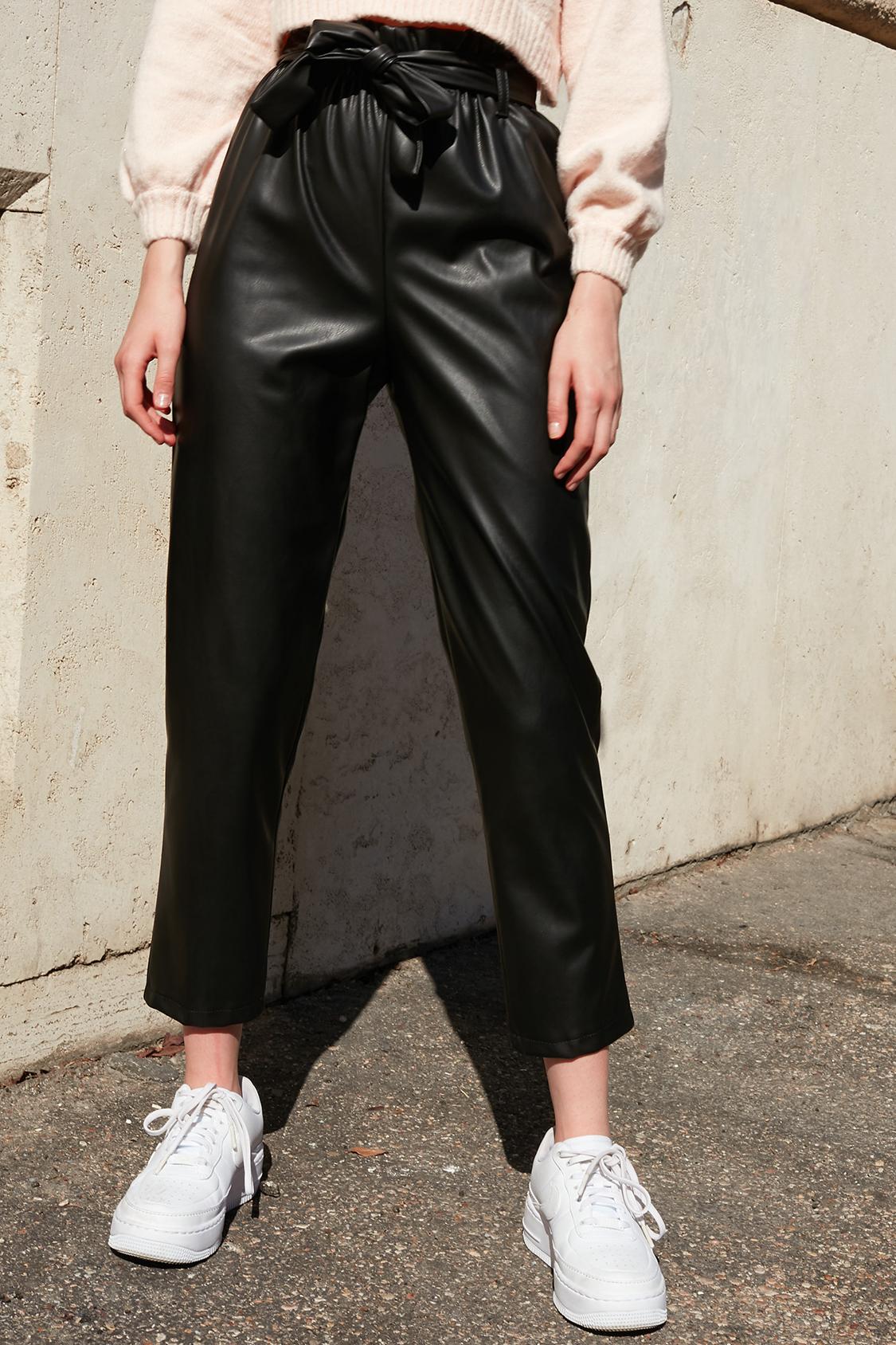 Pantalones con cinturón