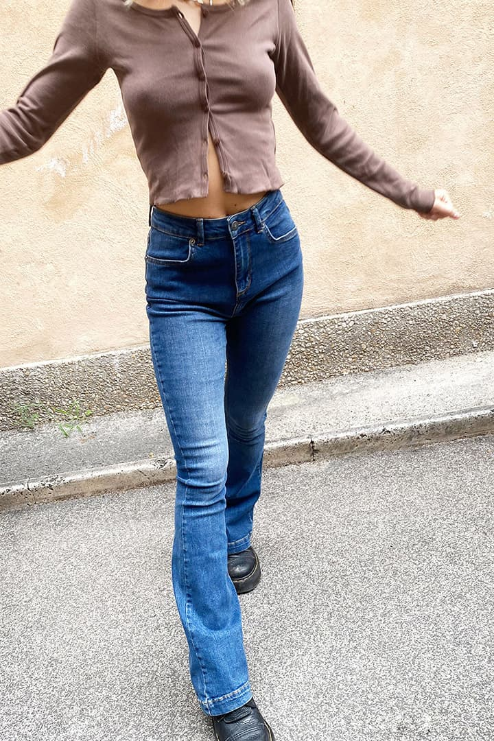 Super high waisted flared jeans