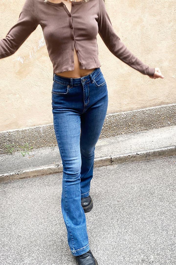 Jeans a zampa vita super alta