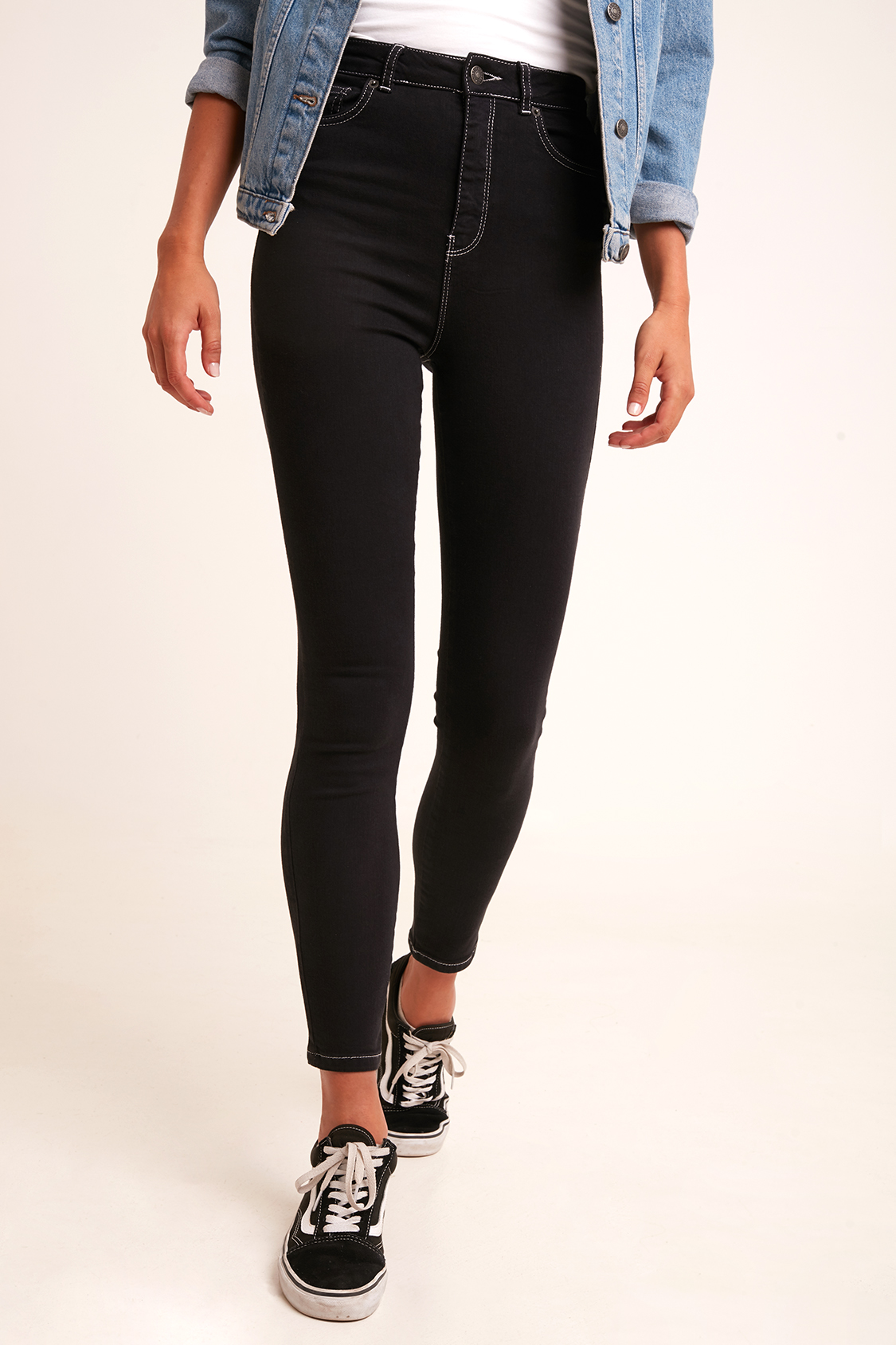 new product b6db0 945c5 Contrast stitching skinny jeans