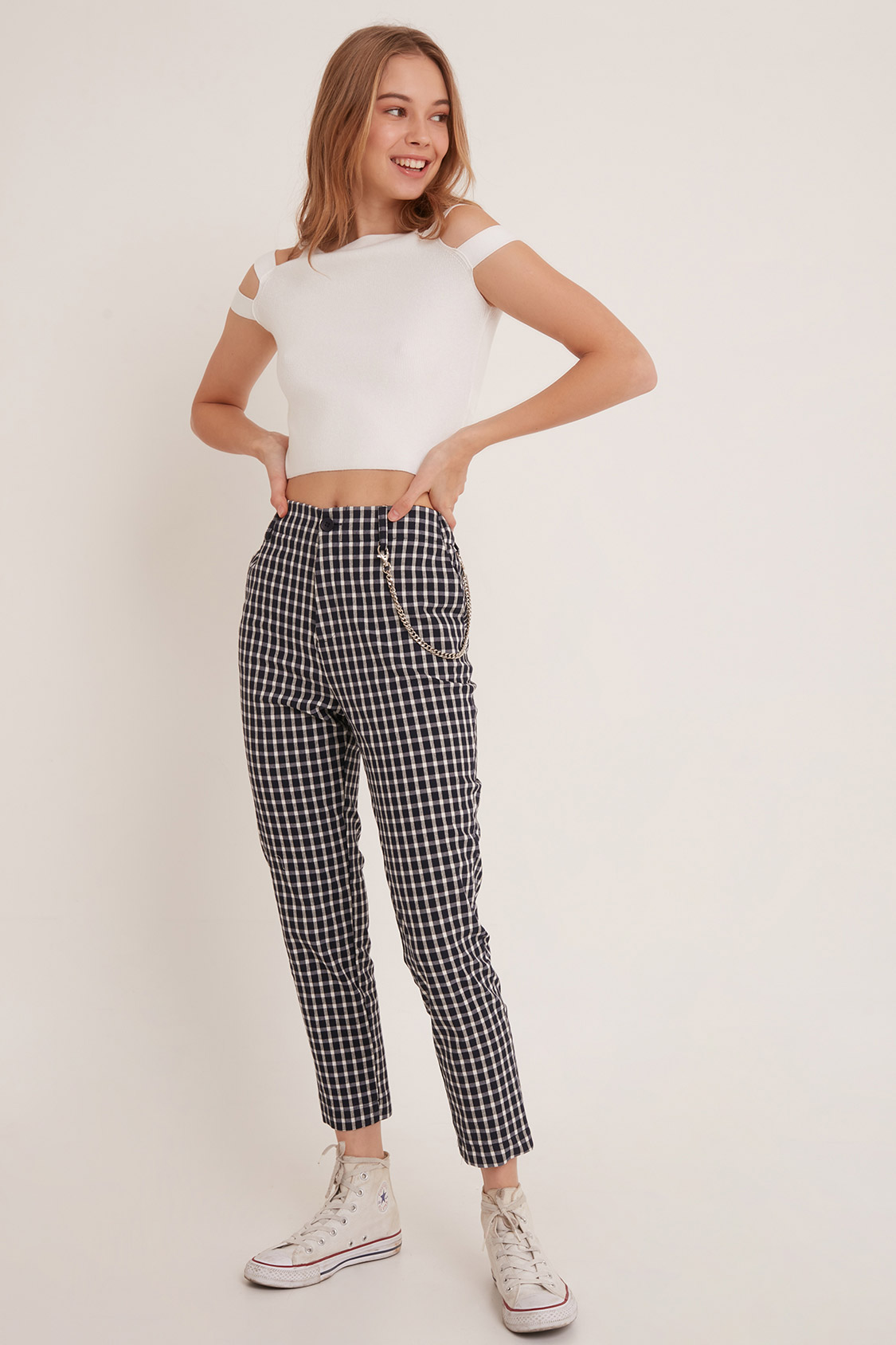 Checkered trousers with chain