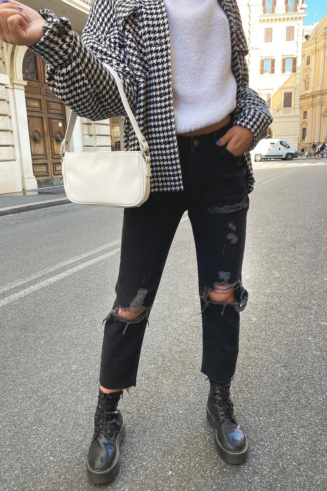Boyfriend-Jeans mit Rissen