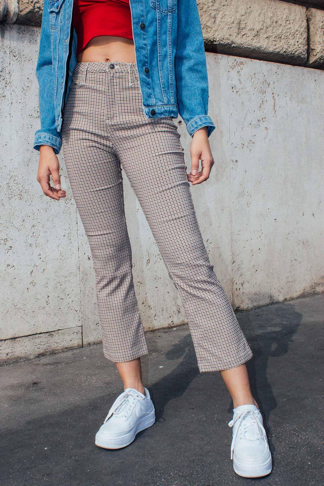 Pantaloni a zampa crop