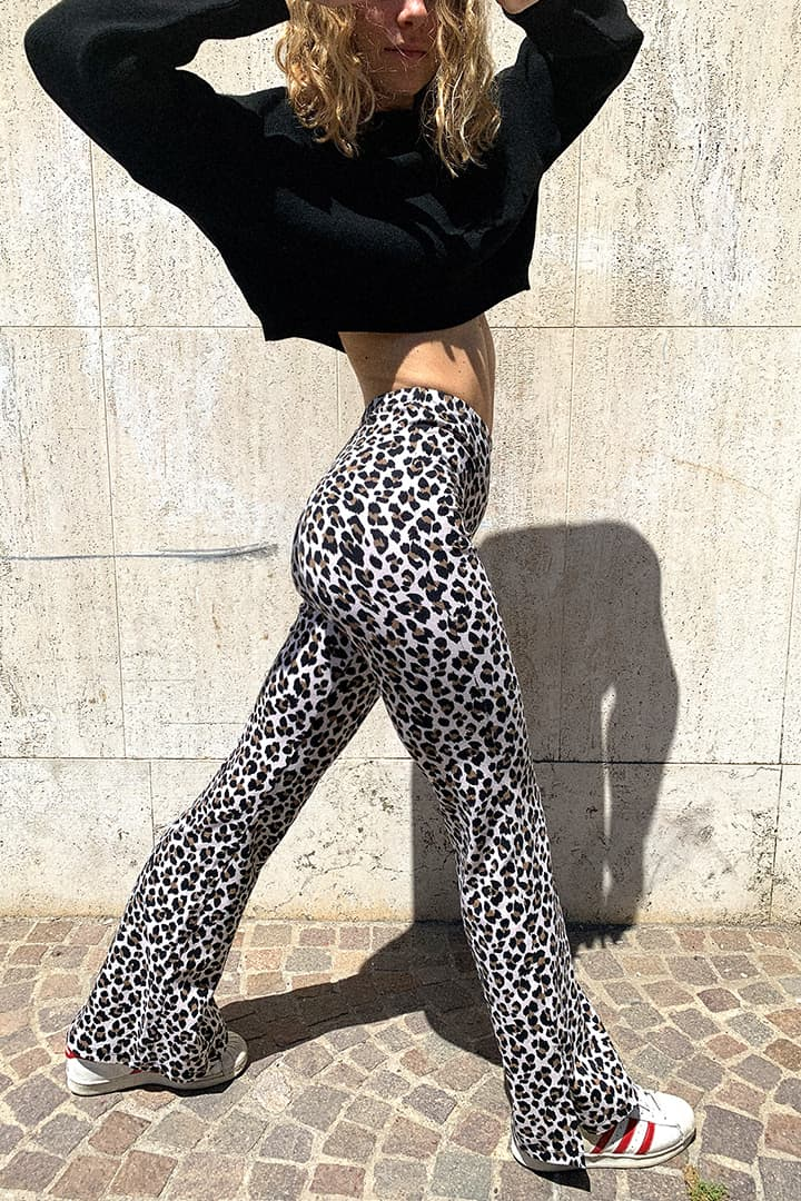 Pantaloni a zampa con spacco