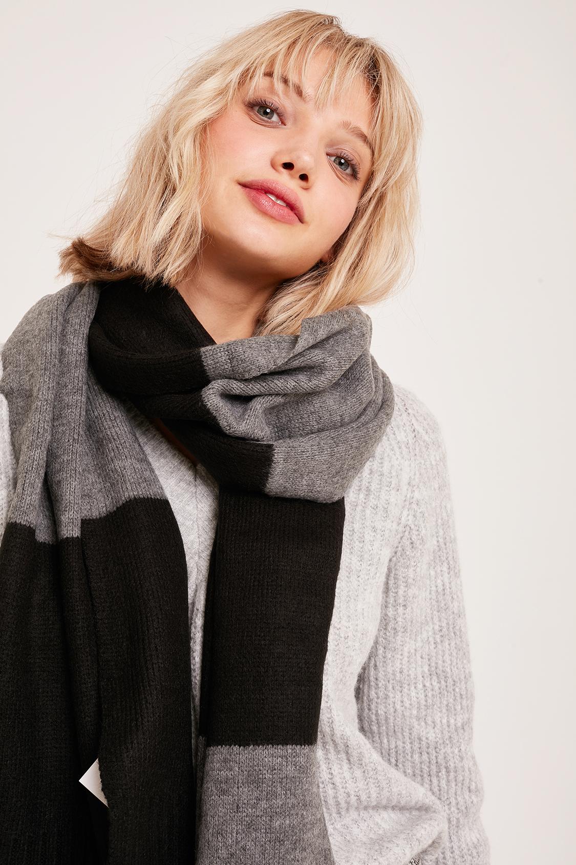 Wide stripes scarf
