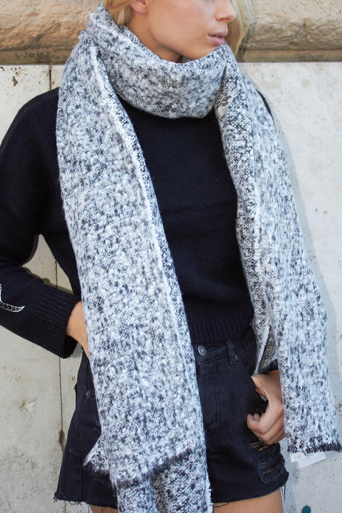 Bouclé scarf